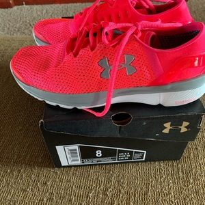 Women's Size 8 speed foam Under